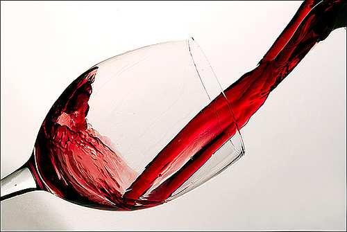Как правильно разливать вино