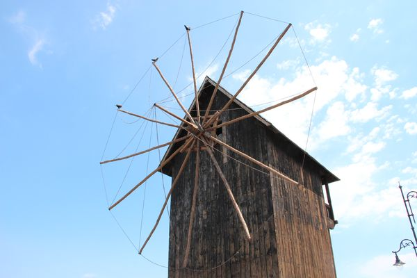 Старинная мельница в городе Несебр